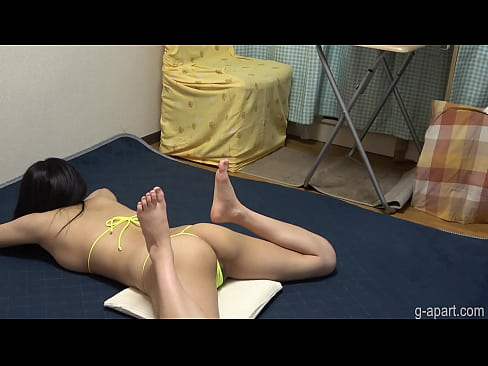 Clip sex Japanese Girl Yua in a Tiny String Thong Bikini