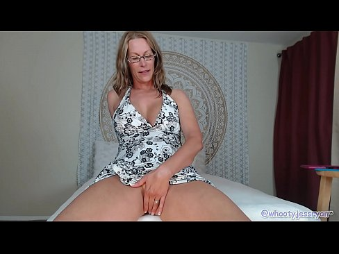 PAWG Milf Jess Ryan Up Skirt N Twerk Ass Flash