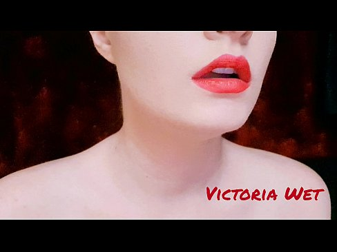 Victoria Wet play with lips