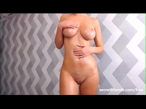 Clip sex Babe shows off perfect 10 body
