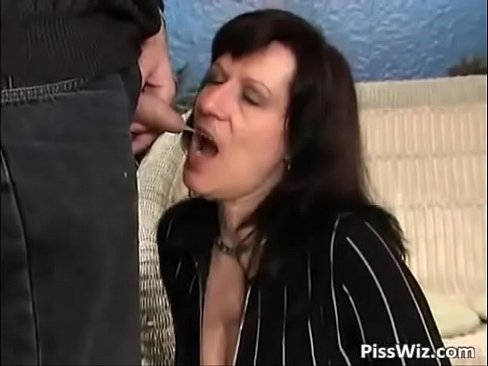 Best Mom Piss Of All Time.See pt2 at goddessheelsonline.co.uk