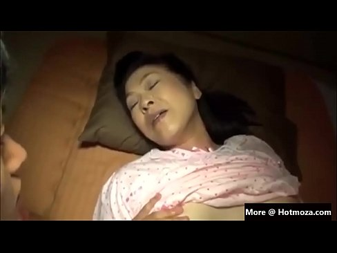 Clip sex Japan mother fucking infront of sleeping dad part 1