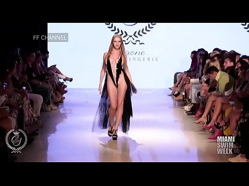 Clip sex Nacked fashion show in paris
