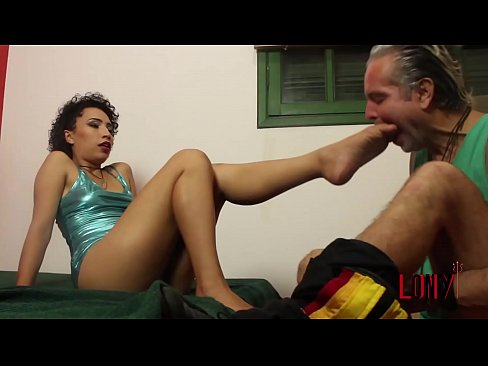 Clip sex Gorgeous brazilian brunette Mila Nadi teases Sub Lony with her feet in Addicted to Feet  by LonY Fetiches