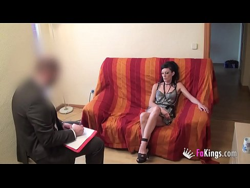 Clip sex Doctor tries to cure sex addiction but he ends up having a great fucking session with me