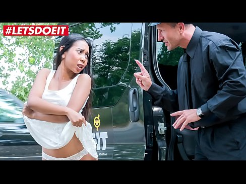 VIP SEX VAULT - Asian Teen gets her Pussy Stretched and Jizzed in the Pick Up Taxi (Killa Raketa)
