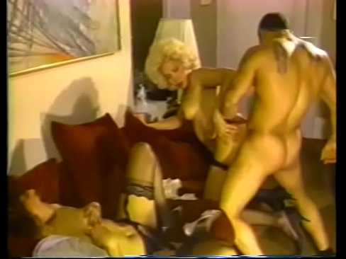 Clip sex Curvy blonde shemale with nice tits sucks guys cock while brunette spreads