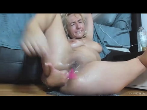 Blonde squirting on webcam