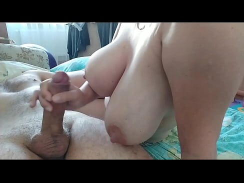 Clip sex She jerks off her boyfriend's cock in the morning so that he wakes up