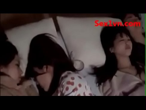 Clip sex Fuck my grilfriend's friend when she was sleeping趁女友睡觉时在她身边上了她闺蜜