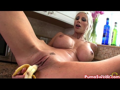 Clip sex Puma Swede Rubs Banana All Over Her!
