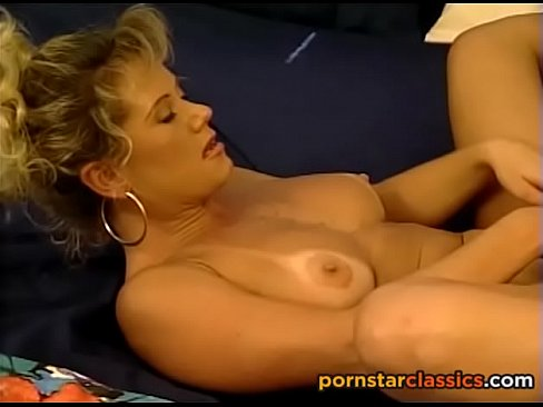 Girls learning to lick pussy