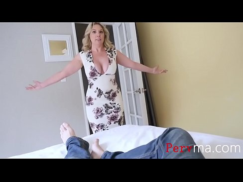 BLONDE HOT MOM WONT LET GO OF MY DICK