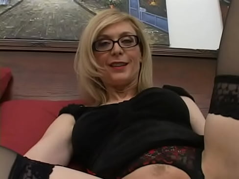 Horny Nina Hartley goes down and gives fantastic blowjob