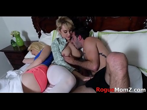 Clip sex Mom fucks son infront of his wife