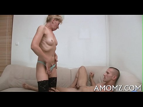 Hot Mom Gets Pleasure Of 10-pounder