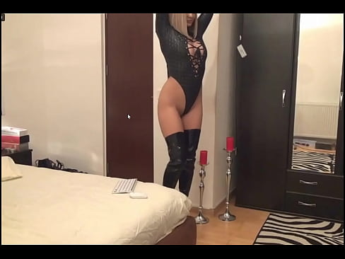 Clip sex cam girl in leo tights boots