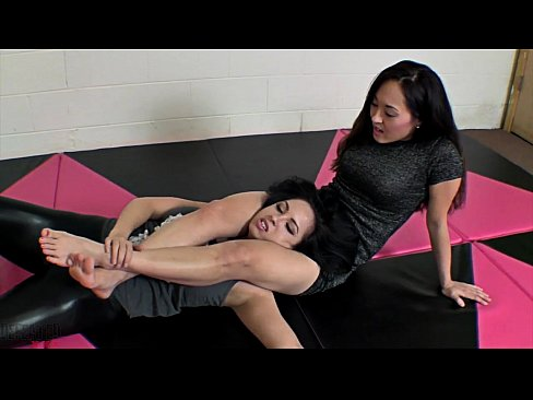 Sumiko Vs Lucy Purr Fetish Wrestling Feet Catfight
