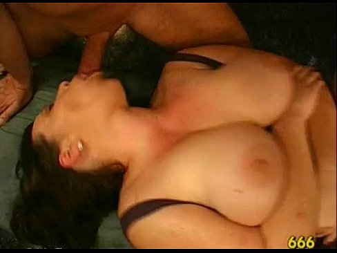 Wet orall-service with titty fuck