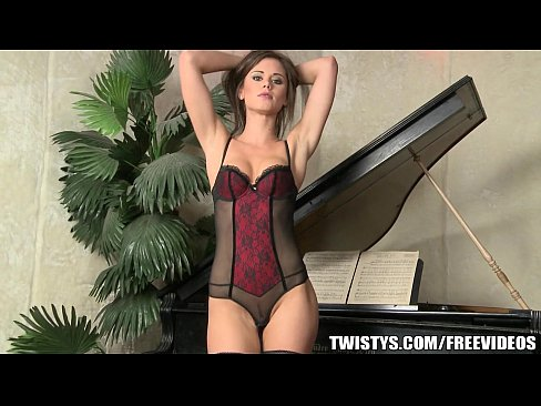 Clip sex Little Caprice teases her fit body before fisting herself on cam