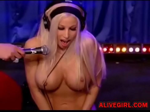 Sexy Gina Lynn Is Testing New Sex Machine And Cumming So Fast