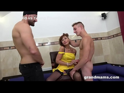 Clip sex Granny Sprinkled at a Sex Club