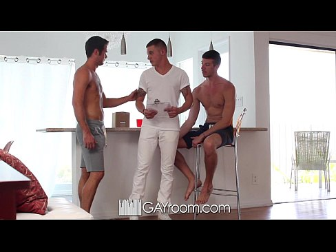 HD GayRoom – Threesome with the delivery guy