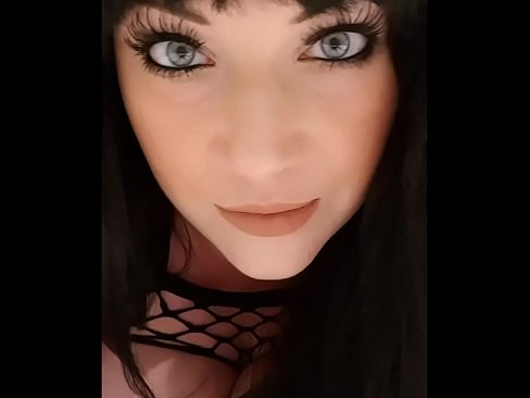 Clip sex up close and personal with harmony reigns stare deep into her pretty blue eyes and hear her sexy british accent