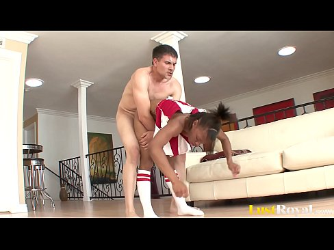 Ebony Cheerleader Up For A Good Workout That Ends With Big Cumshot