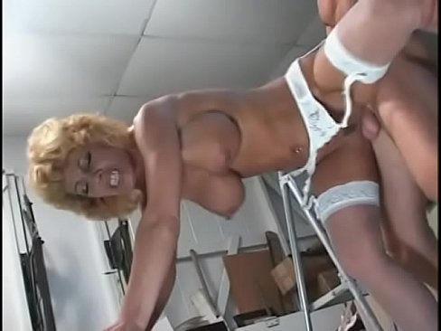 watch fake titty milf sammie sparks get on the floor and suck his penis