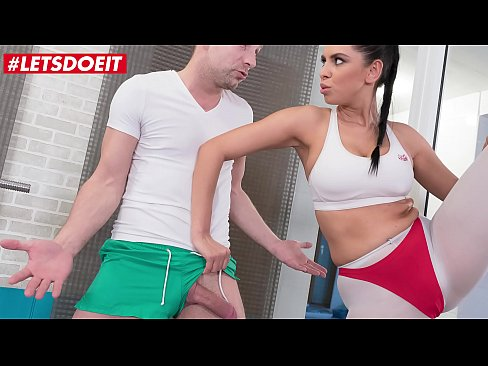 LETSDOEIT - Hot MILF Kira Queen Fucks At The Gym With A Random Guy That She Just Met