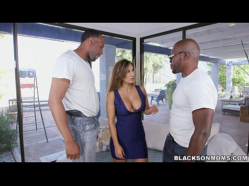 Clip sex Black workers double team this Mom