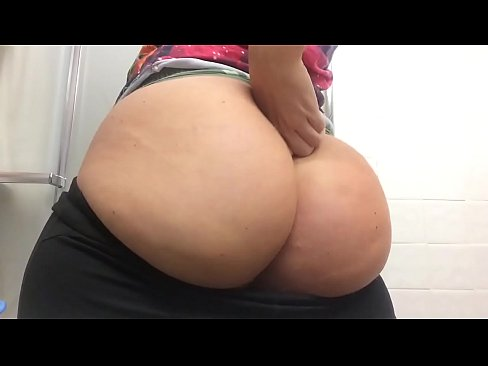 Pawg teasing with her big juicy ass