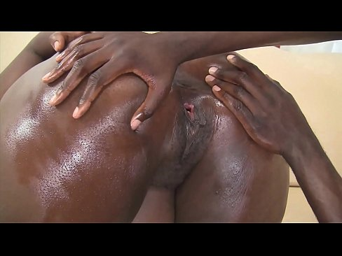 Big black ass shaked by a black guy