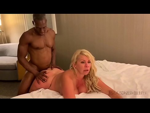 Blonde Queen of Spade Hotwife gets pounded by a muscular mature Bbc interracial action