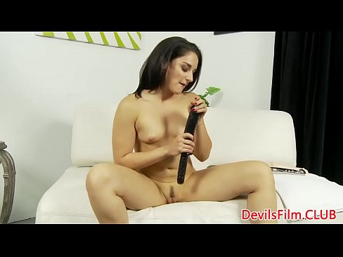 Solo babe dildoing her tight pussy's Thumb