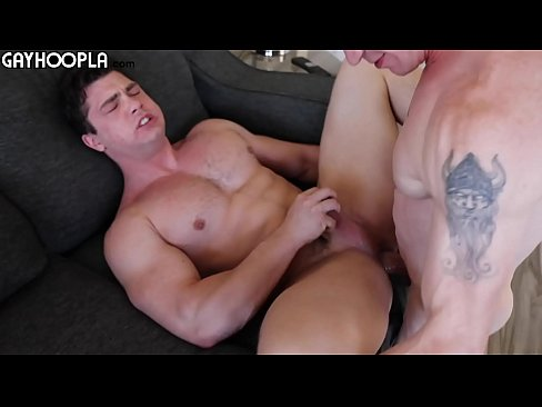 Collin Simpson almost couldn't handle the long dick on London Ryan!
