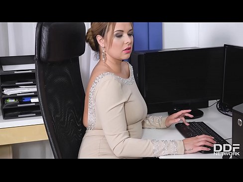 Clip sex Cock sucking at the office gives busty Nikky Dream chills of pleasure