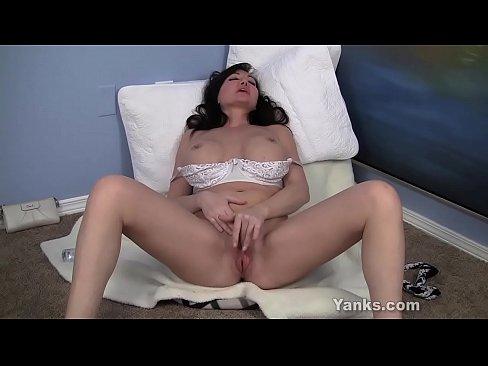 Free sexy mature woman with sexy young gal oral