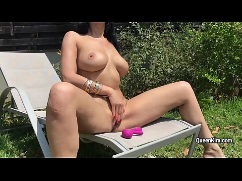 Kira Queen shows her perfect body and masturbates outdoor