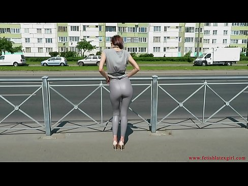 Sexy Natalia walks down the street in tight leggings