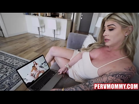Clip sex Hot Blonde STEPMOM Gave her Son's BJ of time