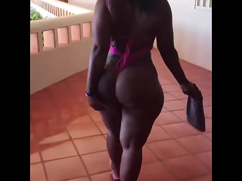 Clip sex Big ass black milf walking around hotel