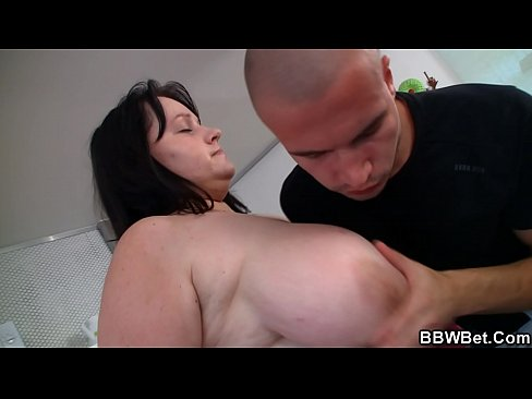 Clip sex Huge boobs fatty gives head and fucked on the couch