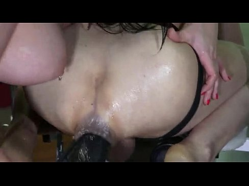 Bella deep anal fisting guy