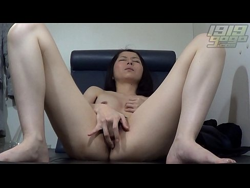 Horny MILF Spreads her Pussy