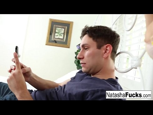 Clip sex Natasha interrupts her boyfriends video game with a fuck