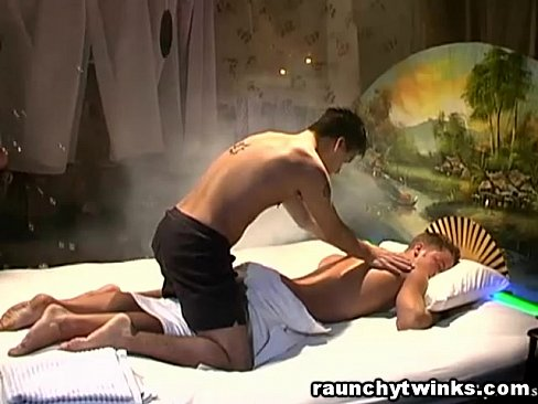 Masseur seduces nice jock