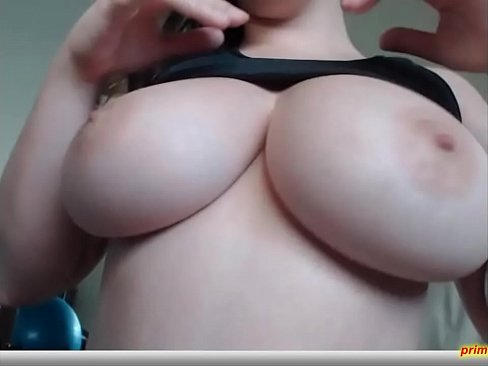 Clip sex Big tit pierced camgirl plays with her tits