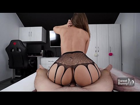 OMG!!! Tinder Date Cums Inside Me After I Squirt All Over His Bed